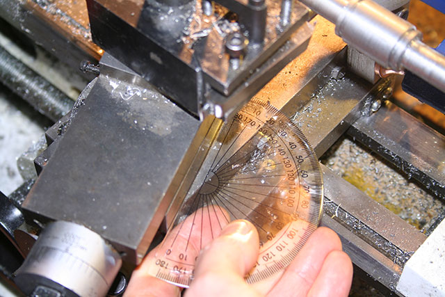 Telescope worm wheels and gears: Setup for threading the worm gear